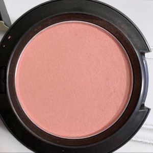BNIB MAC STUNNER POWDER BLUSH